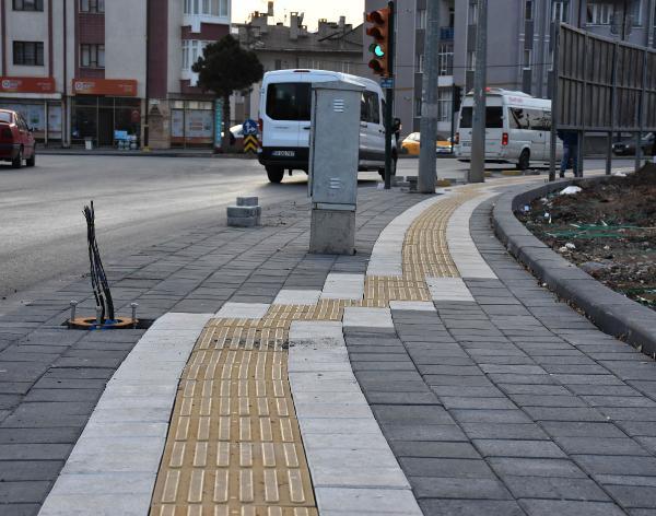 Sivas'ta kaldırıma yapılan görme engelli bandı şaşırttı