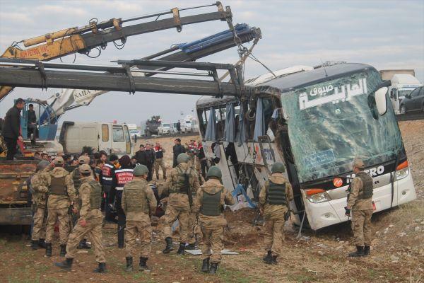 Irak'a giden yolcu otobüsü Silopi'de kaza yaptı