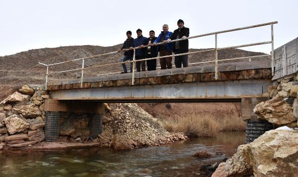 Yaptıkları köprüden araç geçirmiyorlar