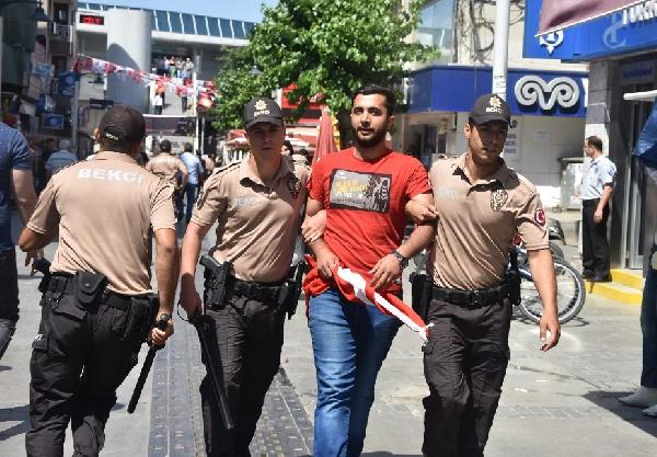 İzmir'de pazarcılara biber gazlı coplu müdahale