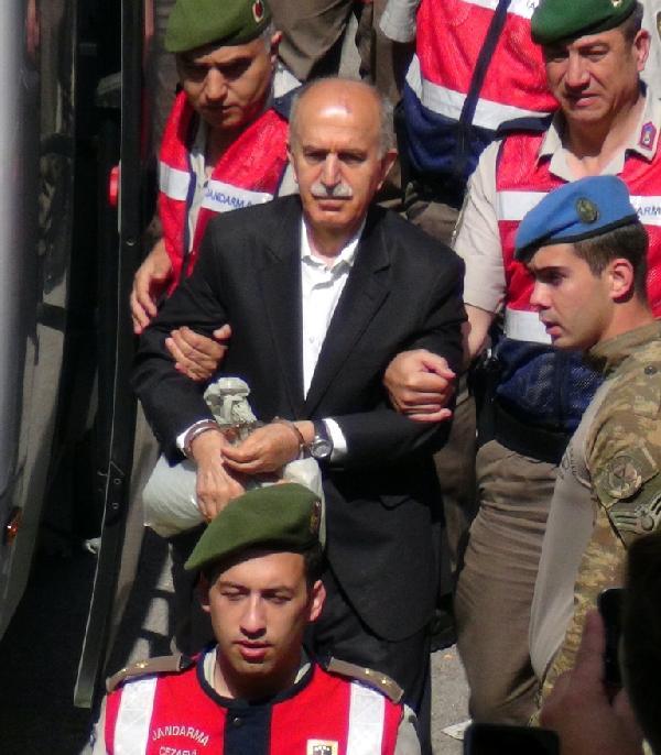 FETÖ'den yargılanan Bursa eski Valisi kefaletle serbest