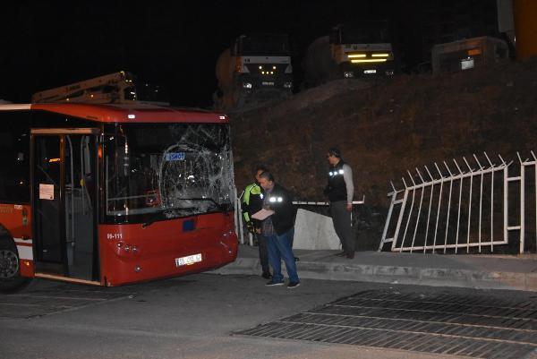 Park ettiği otobüs hareket edince sıkışarak can verdi