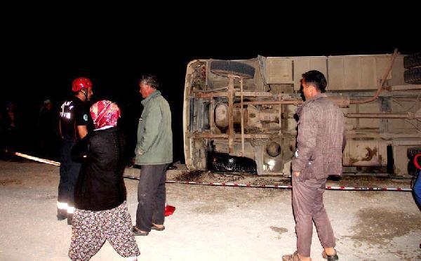 İşçileri taşıyan otobüs devrildi: 32 yaralı