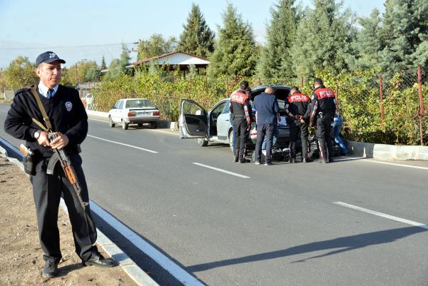Eski polis, kaçak sigarayla yakalandı