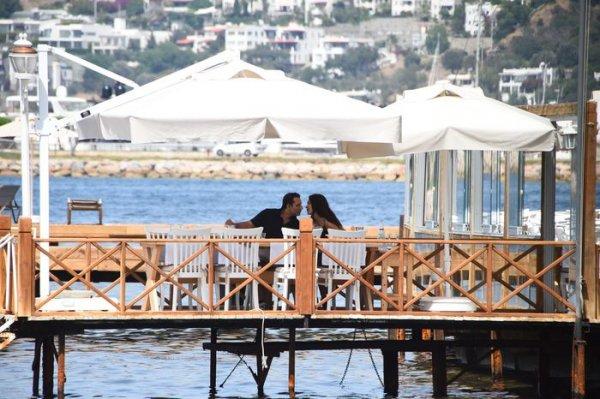 Rafet El Roman yeni sevgilisiyle tatilde