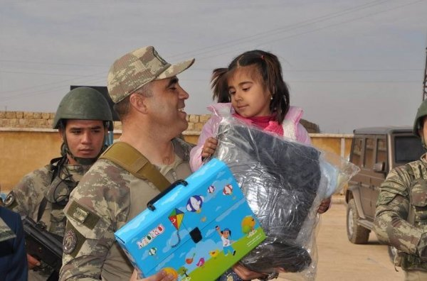 Turkish soldiers put smiles on Jarablus' children's faces