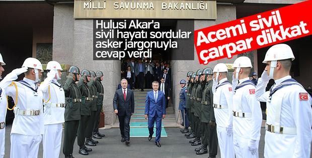 Milli Savunma Bakanı Hulusi Akar'a sivil hayat soruldu