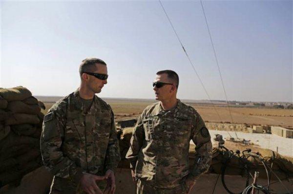 Amerikalı komutanlar Münbiç'te YPG'nin yanında