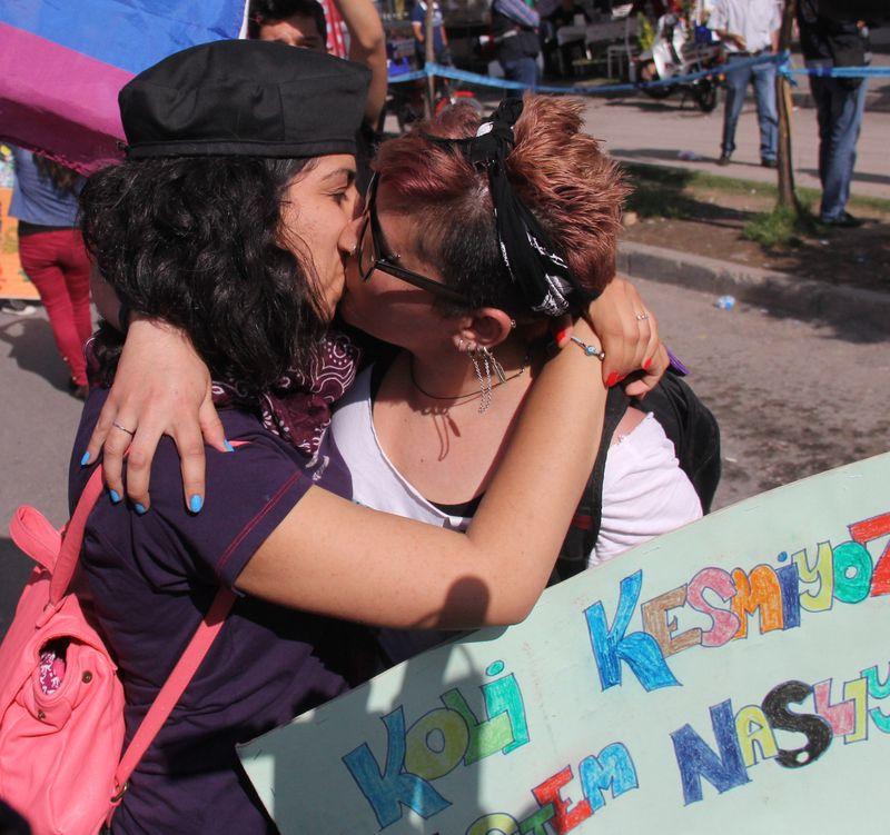Türbanlı Lezbiyenler Sevişmeye Doyamıyorlar  Türk Porno
