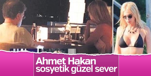 Ahmet Hakan sevgilisiyle görüntülendi