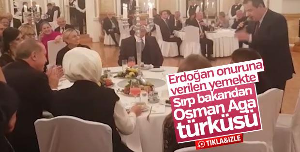 Sırp bakan Türkçe türkü söyledi