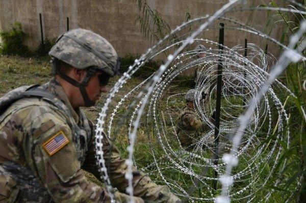 ABD´den Meksika sınırına tel örgü