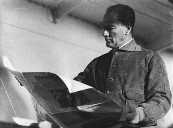 Atatürk ve kitaplara olan bağlılığı