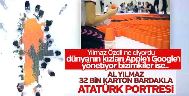 32 bin karton bardakla Türkiye ve Atatürk portresi
