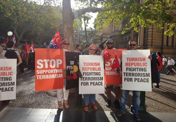Avustralyalı Türkler Mehmetçik için yürüdü