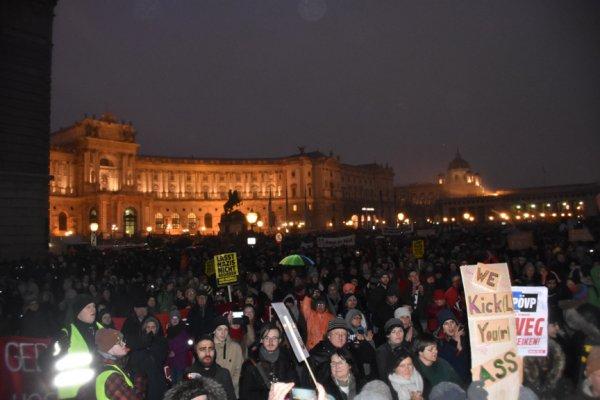 Avusturya'da 60 bin kişi yeni hükümeti protesto etti