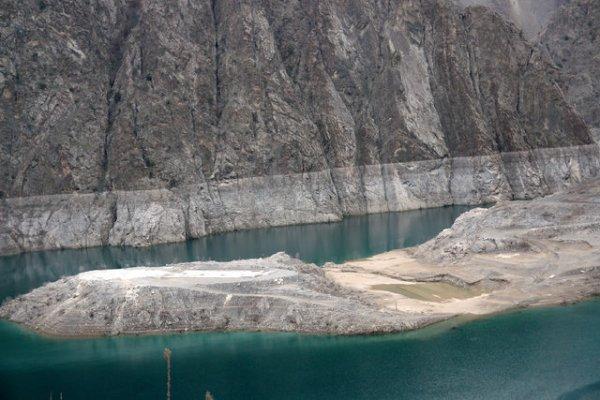 'Mühendislik harikası' barajın altından köy çıktı