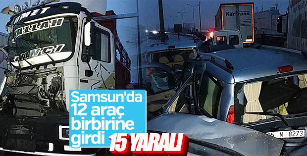 Samsun'da 12 araç birbirine girdi