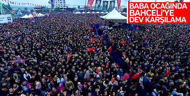 Devlet Bahçeli'yi Osmaniye'de karşılayan büyük kalabalık