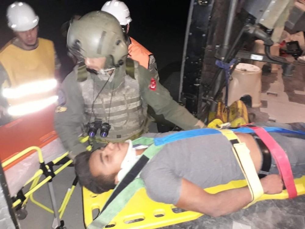 Siirt'te trafik kazası yaralılarına askerler yetişti