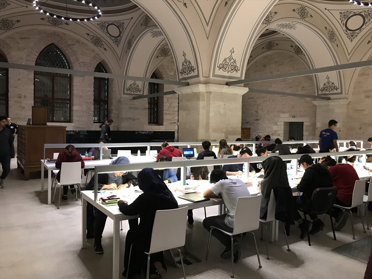 Beyazıt Devlet Kütüphanesi 24 saat hizmette