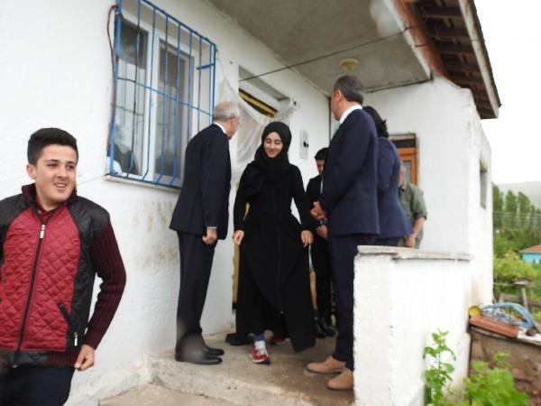 Kılıçdaroğlu, burs verdiği yetimleri ziyaret etti