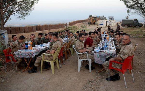 Temel Paşa, Afrin kahramanlarıyla Burseya'da iftar etti