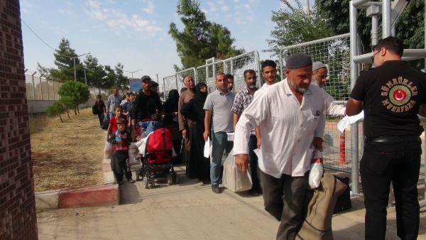Bayram için giden Suriyeliler erken dönüyor