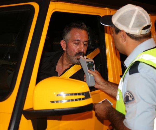Cem Yılmaz polis çevirmesine takıldı