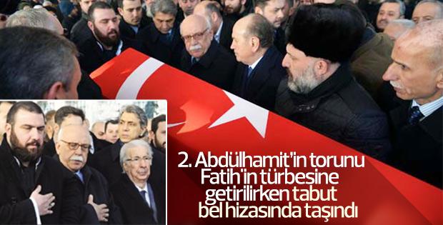 Bülent Osman'ın cenazesi bel hizasında taşındı