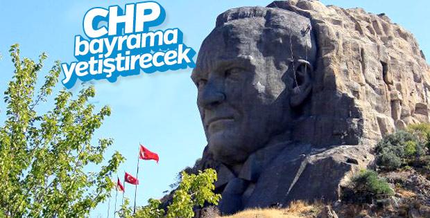 İzmir'deki Türkiye'nin en büyük Atatürk maskı bakımda
