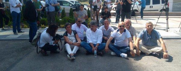 Kurultay isteyen CHP'liler açlık grevinde