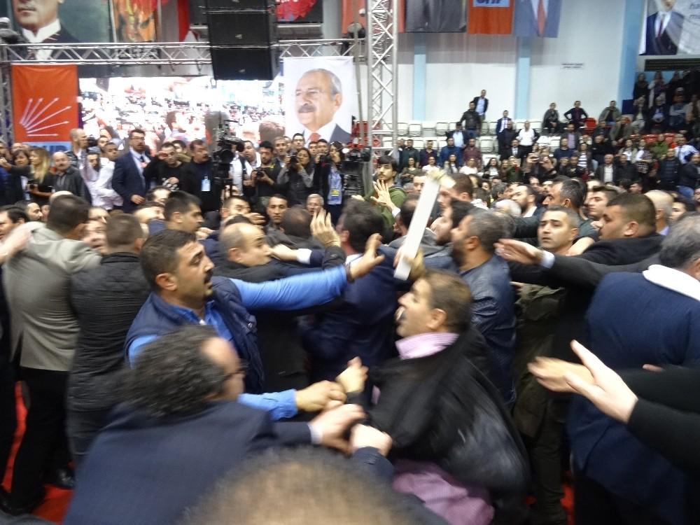 CHP İzmir İl Kongresi karıştı