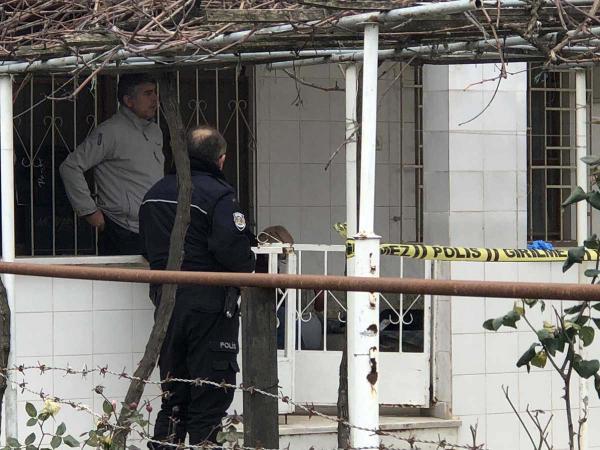 77 yaşındaki adam balkonda ölü bulundu
