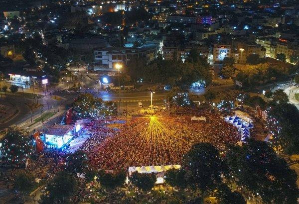 Milyonlar 15 Temmuz'un yıl dönümünde meydanlarda