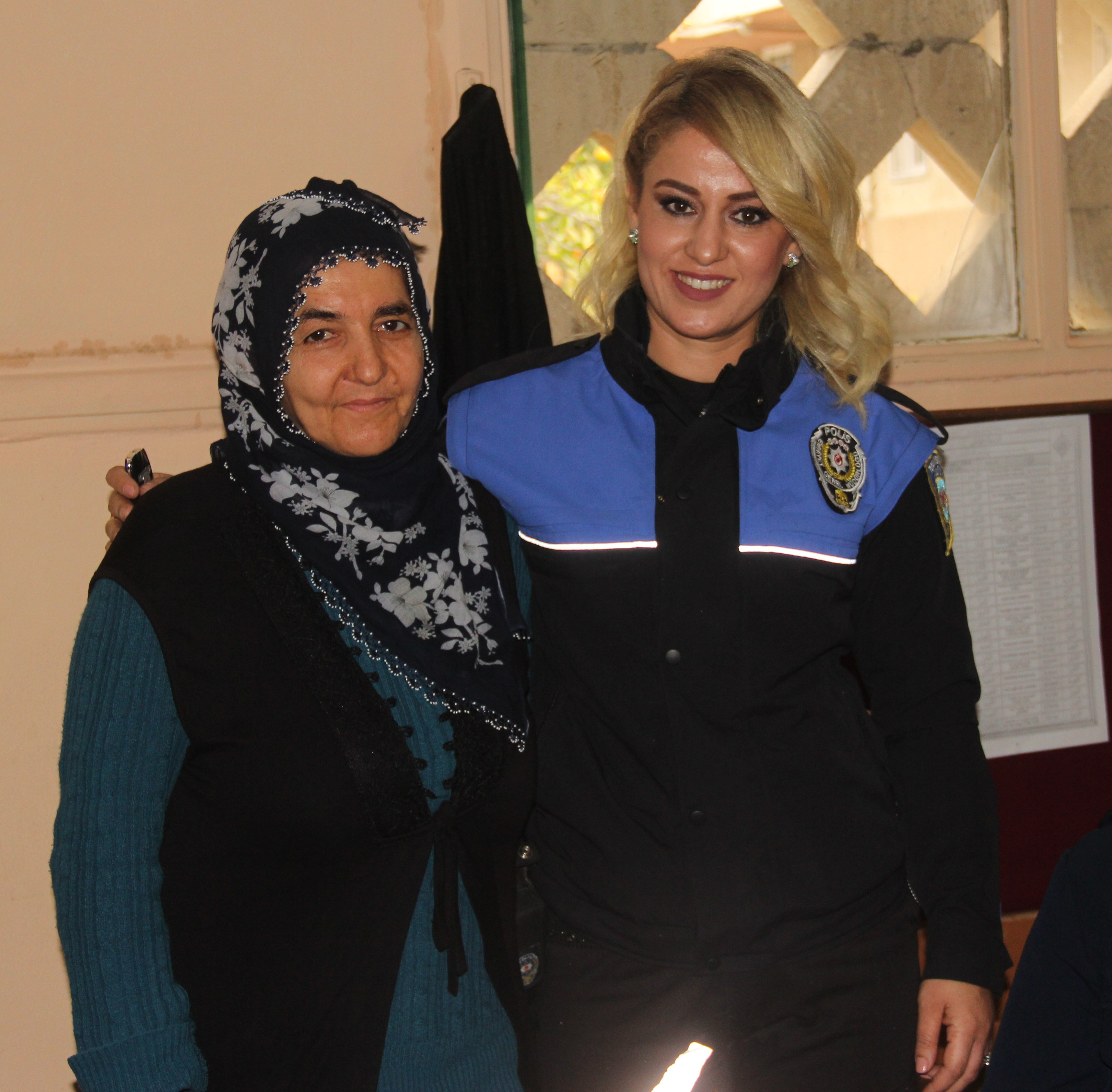Polisten Adanalı kadınlara camide eğitim