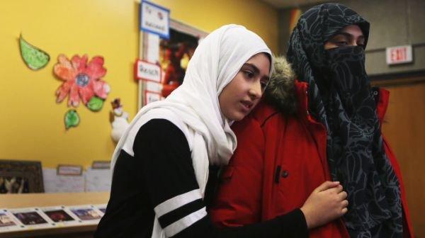 11 yaşındaki Müslüman kıza makaslı saldırı ile ilgili görsel sonucu
