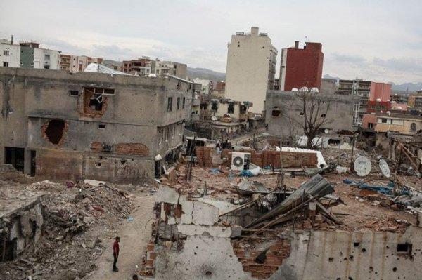 Nusaybin'de terör mağdurları için asfalt çalışması