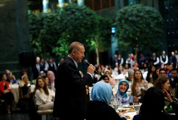 Cumhurbaşkanı Erdoğan gençlerle sahur yaptı