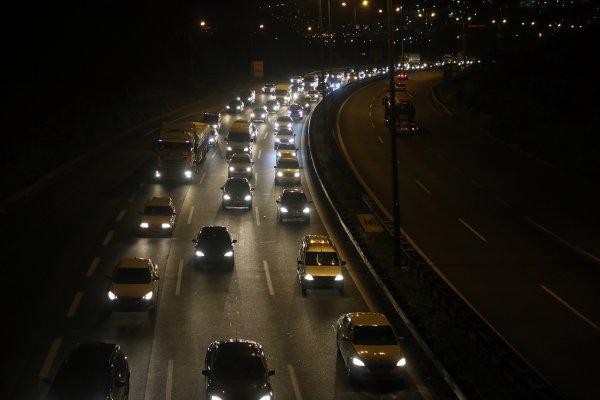 Tatilciler Anadolu Otoyolu'nda kaldı