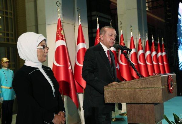 Erdoğan: Çeyrek asır önce Türkiye'yi ekonomik krize sokuyorlardı