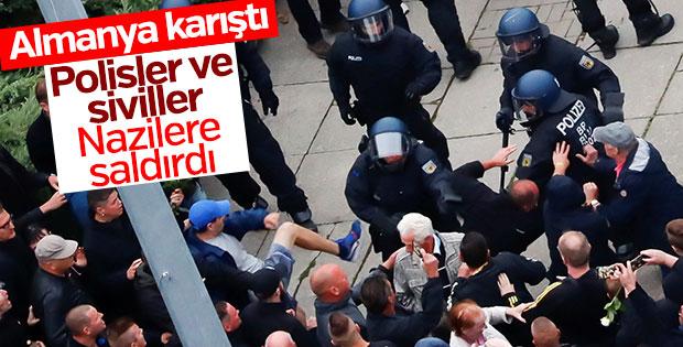 Almanya'da polisler göçmen karşıtlarına saldırdı