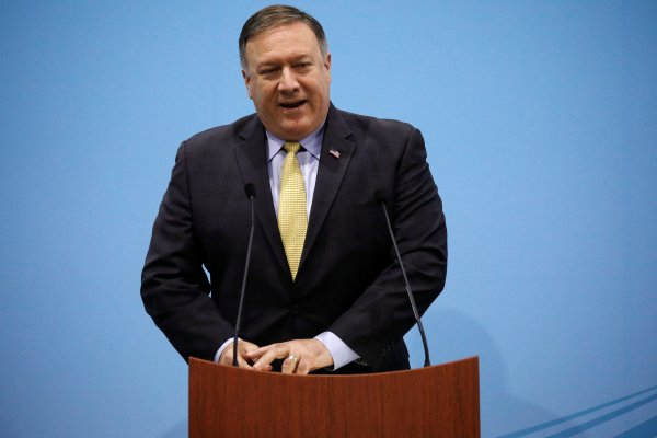 ABD İran'a yaptırımları yeniden başlatıyor