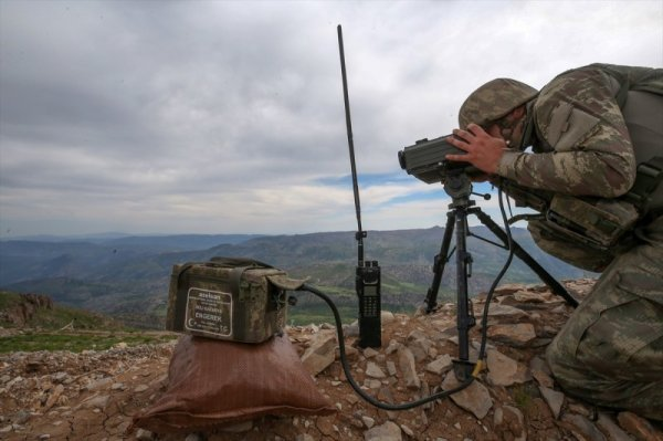 TSK İran sınırında PKK'nın önünü kesiyor