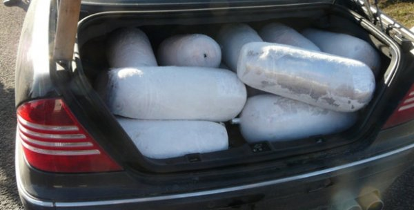 Almanya'da bir Türk'ü aracından 15 adet döner çıktı