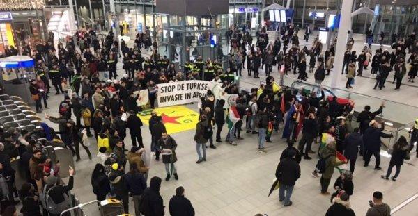PKK yandaşları Hollanda'da tren istasyonunu işgal etti
