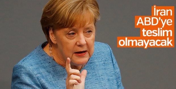 Merkel: İran anlaşmaya bağlı kalıyor