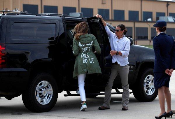 Melania Trump'ın göçmen çocukları ziyareti kriz yarattı