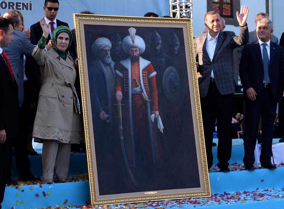 Erdoğandan ünlü oyuncuya manevi hediye