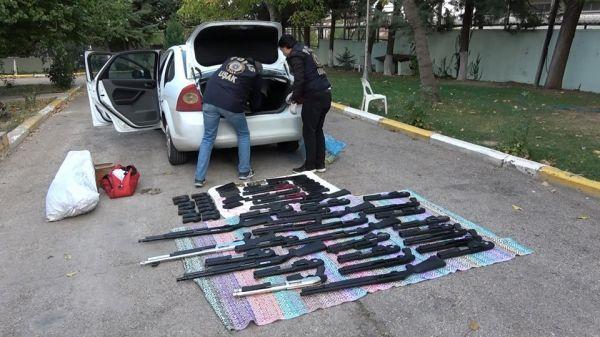 Uşak'ta polisin durdurduğu araçtan cephanelik çıktı